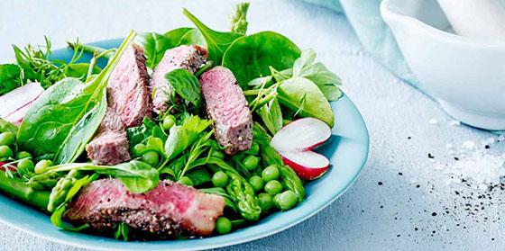 Salade de légumes printaniers et tataki