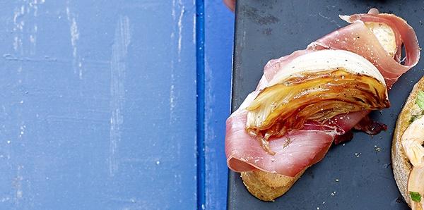 Bruschetta au jambon de Parme et fenouil caramélisé