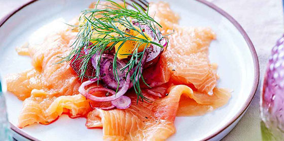 Carpaccio de saumon et pickels de légumes