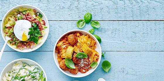 Tagliatelle, sauce tomate, boulette et maïs